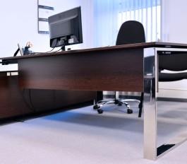 CUBE Wysokiej jakości stal nierdzewna w połączeniu z drewnopodobnymi decorami, ubrane w nowoczesną formę, charakteryzują kolekcję gabinetu CUBE.